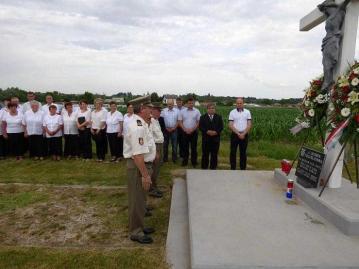 20150614-03 Otok Virje sjecanje na zrtve grobista Pancerica
