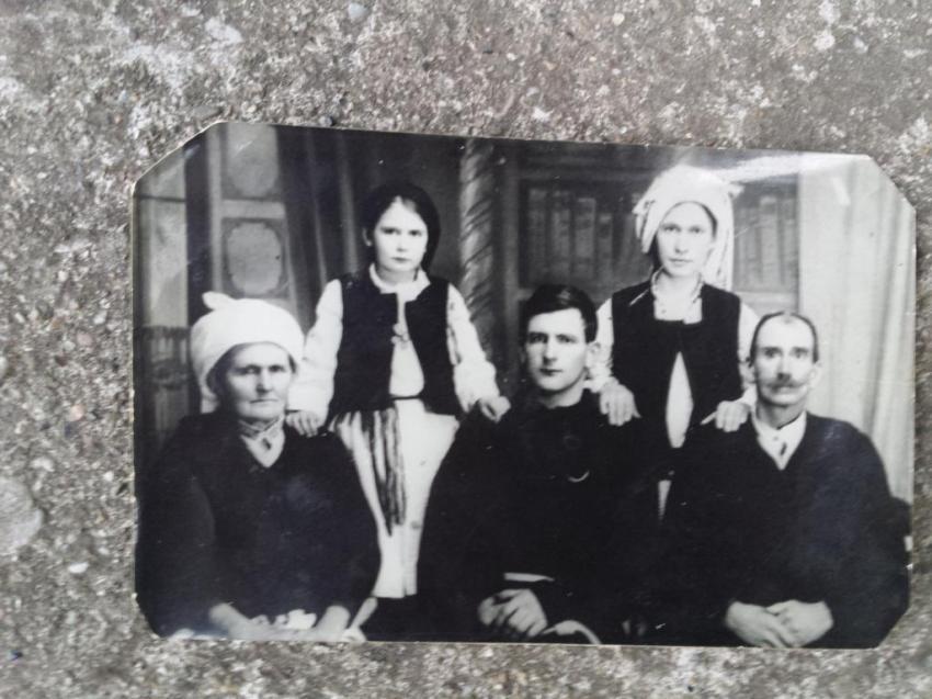 fra. Karlo Grabovičkić sa obitelji u Doknju