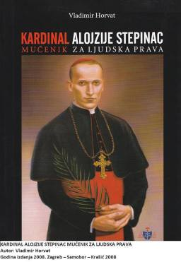 Tih godina sve je izgledalo crno. Komunizam je ranio mnoge hrvatske obitelji, ubio im očeve, majke, sinove, kćeri, bake, djedove... K tomu bezdušno se okomio i na Crkvu i domoljublje. Čovjek je bio stalno u napasti svinuti kralježnicu i popustiti tom čudovištu. Međutim, zagrebački nadbiskup Alojzije Stepinac nije mislio tako. Crkva mu se odužila kardinalskom čašću i palmom mučeništva. Postao je i blaženikom, a uskoro će nadamo se i svecem. Nije ovo sadržaj Horvatove knjige, ovo su misli koje ostaju nakon njezina čitanja, a možemo reći i okvir za njezino čitanje. Bilo je teško, ali se uspjelo. Podrobno i u sržnim crtama donesen je kardinalov životni put. Pratimo ga od zavičaja, ratovanja, odlučivanja o ženidbi, ulaska u bogosloviju, postajanja svećenikom, na postdiplomskom studiju, kao zagrebačkog nadbiskupa, u snalaženju u nemirnim vodama Drugog svjetskog rata, u komunističkoj Jugoslaviji, pred komunističkim sudom, u tamnici, u sutonu života i smrti. Samo iz ovih nabrojanih crtica vidi se koliko je njegov život bio težak, uzbudljiv i odgovoran, ne samo za njega. Pisac je još progovorio o odjecima nakon Stepinčeve smrti, donio nekoliko svjedočanstava o njegovu junaštvu, razjasnio kako su tekle pripreme za proglašenje blaženim, dotaknuo mu se lika u umjetnosti te sve zaključio mislima okrenutima prema kanonizaciji. Potrebno je spomenuti i povijest nastanka ove knjige. Pojavila se 1980. u Parizu. Vladimiru Horvatu komunisti su u poraću ubili nevinog oca i on ovim djelom kao da je pronašao svog duhovnog oca. Nije se bojao ni uhoda ni atentatora dok je prikupljao građu. Ipak, da bi djelo preživjelo poslužio se pseudonimom. Francuzi su na svome jeziku konačno dobili pravu istinu o velikanu kardinalu Alojziju Stepincu, a preko njega o hrvatskom narodu. Za ovo hrvatsko izdanje tekst je naravno prerađen i proširen. Trajat će još dosta vremena dok se s kardinala Stepinca i hrvatskog naroda skinu naslage dugotrajne povijesne laži. Mučno je samo da u tome sudjeluju i neki Hrvat