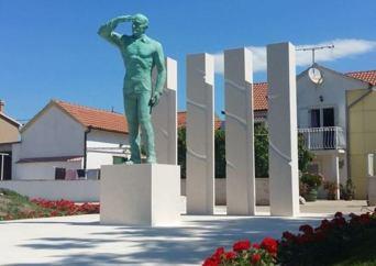 miro-barešić-spomenik-pakoštane