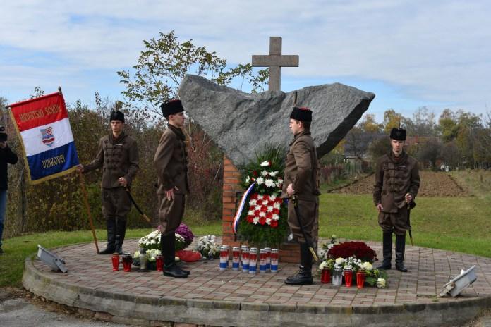 Vinkovèani zapalili svijeæe za žrtve komunistièkog terora iz tra