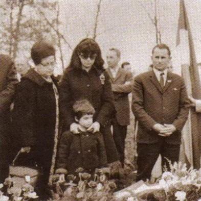Mirjana Deželić sa sinom na sprovodu svog supruga Nahida Kulenovića