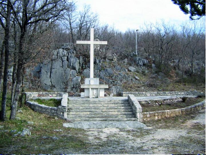 Spomenik-u-Vinjanima