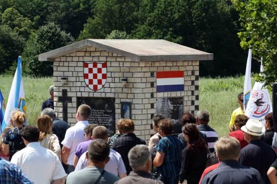 Spomenik-na-ObadinamaLO4_prsa_29062014