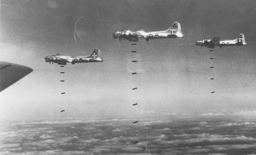 18848_60607079_3 B-17s on Bomb Run