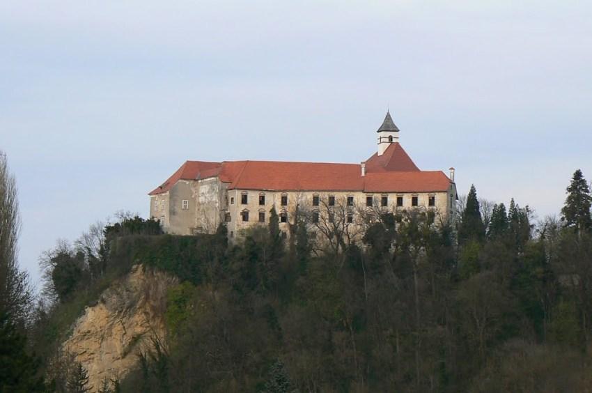 Dvorac Borl u kome je bila komanda 3. armije Jugoslavenske vojske.