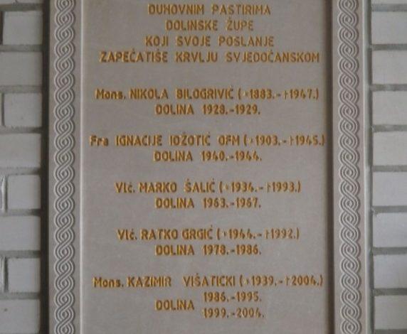 Spomen ploča ugrađena 2014 god., u zid dolinske crkve, a posvećena je dolinskim župnicima – mučenicima