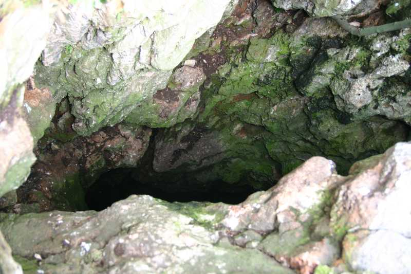Jama na otoku Žirju