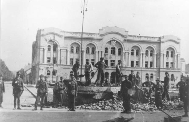 40. Banska palata u Banja Luci, zarobljeni domobrani ruše bunker