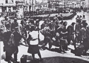 77. Zarobljeni civili i vojnici u prolasku kroz Maribor 1945
