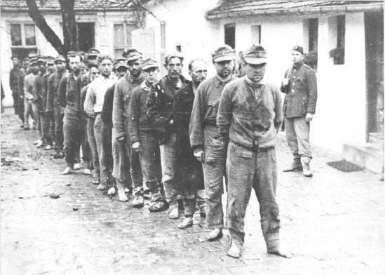 79. Domobrani bosi, pred strijeljanje Bihać 1945.