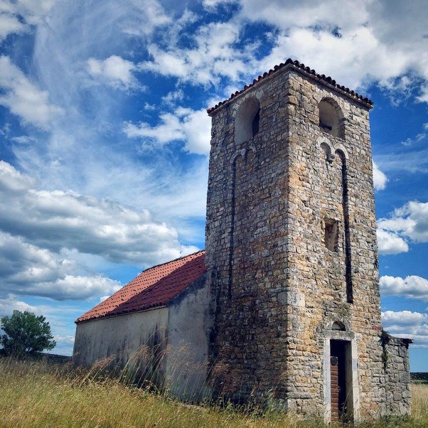 Morpolača katolička crkva Sv. Petra .