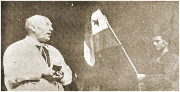 Svećenik blagoslivlja partizanske borce i partizansku zastavu