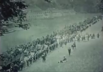 98. Križni put velike mase vojske i civila kreću ka Sloveniji