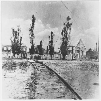 Ruševine nakon zračnog napada na radni logor Jasenovac,