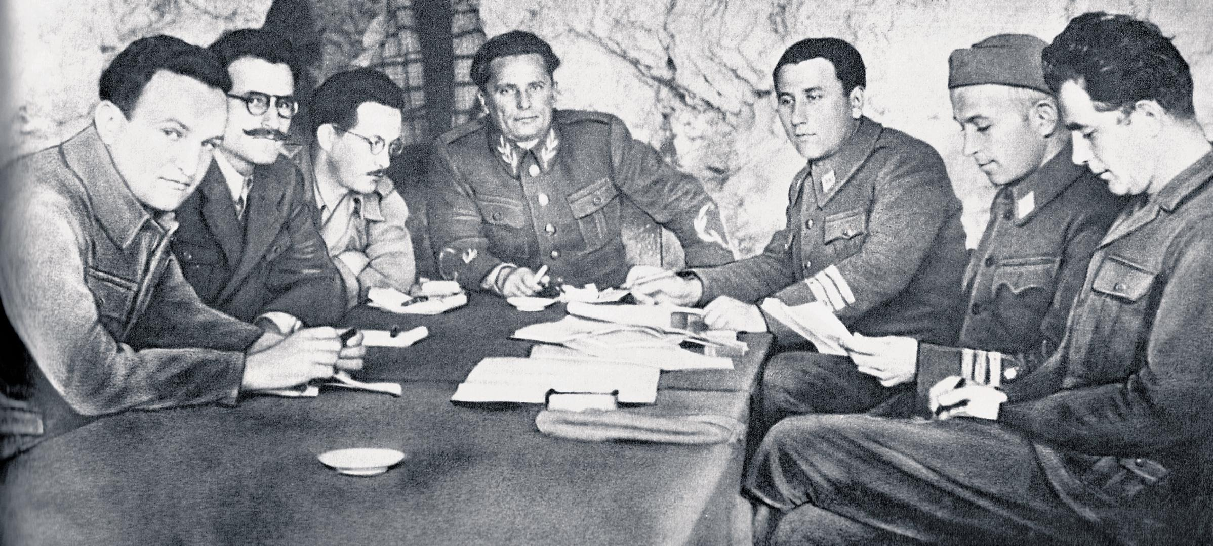 Bakarić, Ivan Milutinović, Edvard Kardelj, Tito, Aleksandar Ranković, Svetozar Vukmanović - Tempo i Milovan Đilas u pećini na Visu 1944.